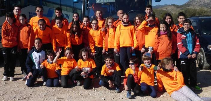 Foto de grupo de los atletas desplazados a Caravaca / ADA Yeclano