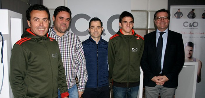 Ortuño y su equipo, en la presentación de 'Cabanes&Ortuño Sports / Á. Ayala