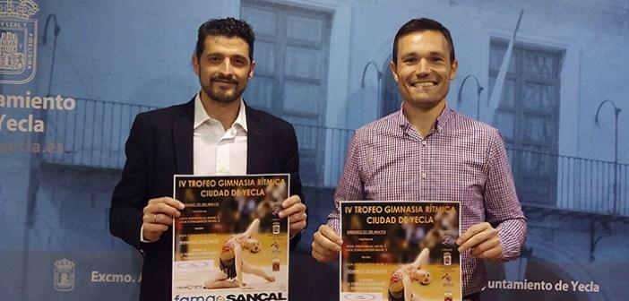 El presidente del club, Salvador Marín, junto al concejal Pedro Romero