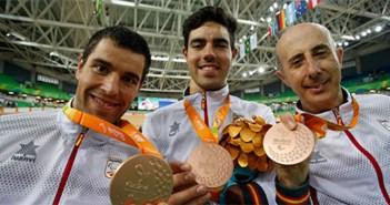 Granados, Santas y Cabello, con su bronce por equipos