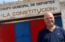 Sanjuán posa a las puertas de La Constitución / Á. Ayala