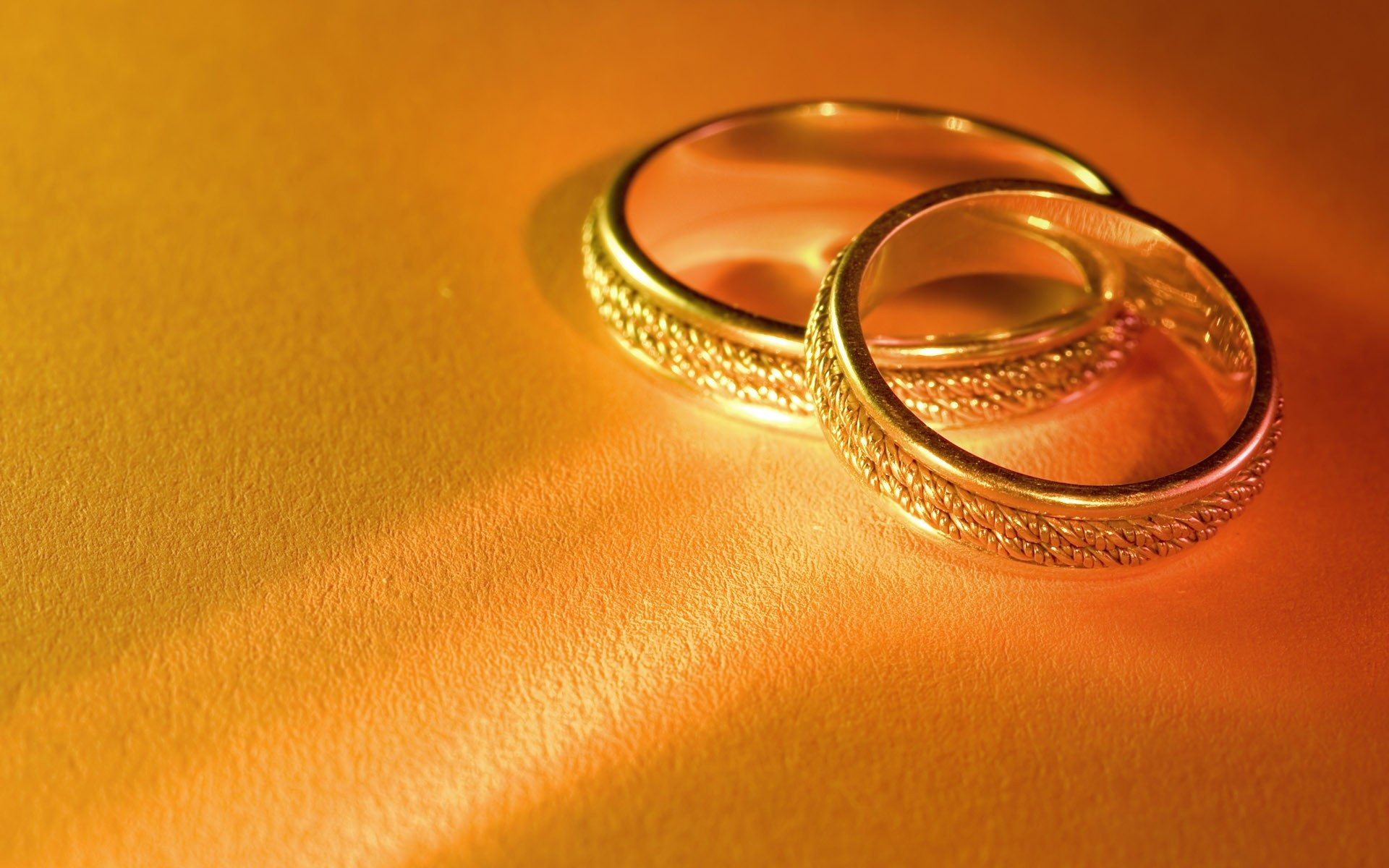 yellow gold wedding rings gold wedding rings Steps to Take When Buying Yellow Gold Wedding Rings CHECK Yellow Gold Engagement Rings