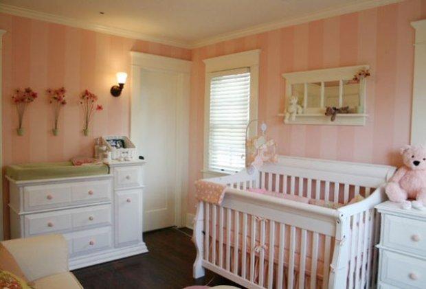 Детская комната в розовую полоску