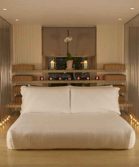 Shelves-above-the-bed-and-headboard-with-shelves-5