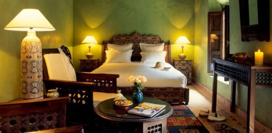 Craved-bedroom-in-Arabic-style