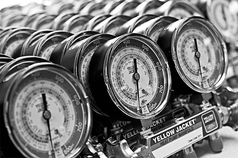 BULLET™ 7 CFM Vacuum Pump with Wide Mouth Oil Reservoir
