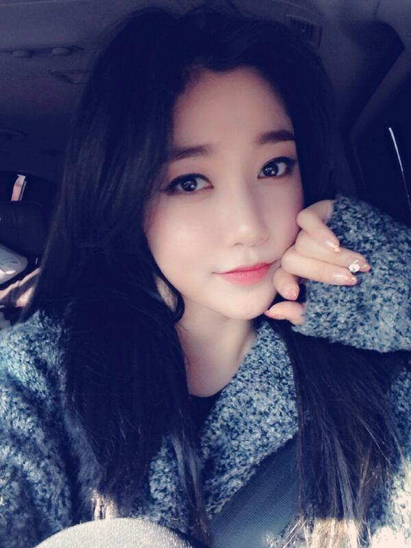 Cute Ulzzang Wallpaper Selca Sunday Will Assault Your Senses With Cute Yellow