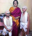 Arushi (Right) and Saindhavi (Left) with 'Bombay' Gnanam, director of the play