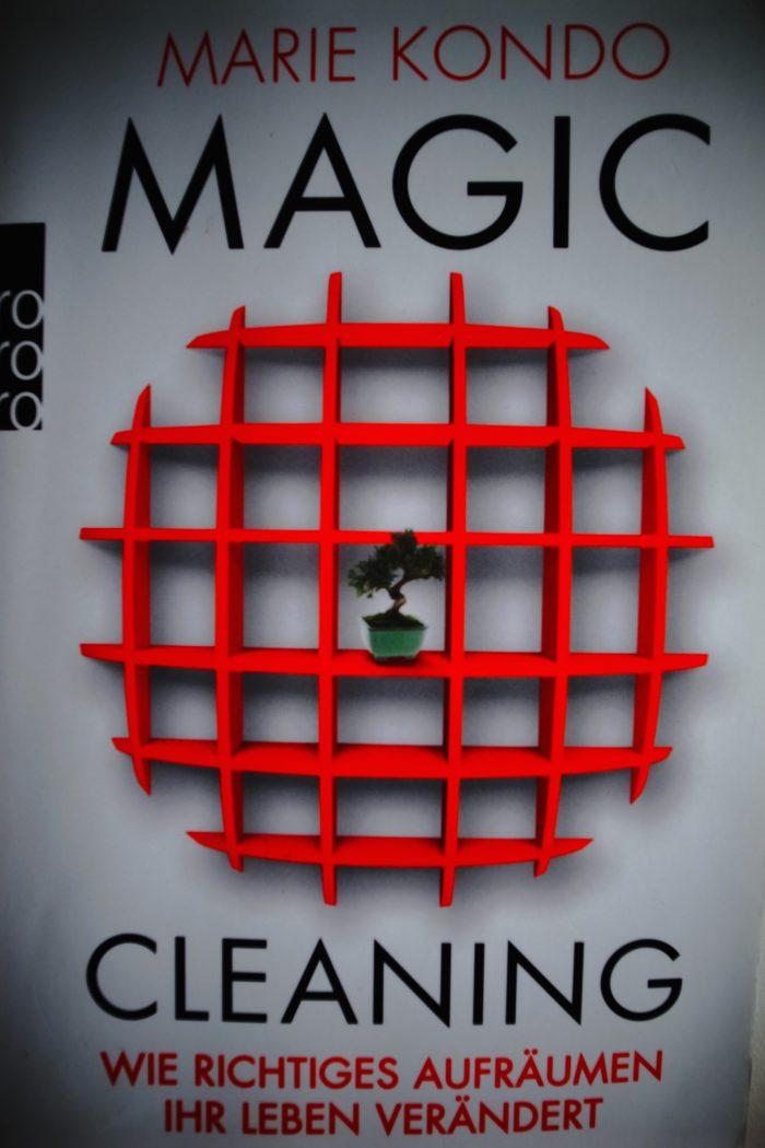 """Bock auf einen Frühjahrsputz? Miste dein Leben aus und werde glücklich mit """"Magic Cleaning"""" von Marie Kondo"""