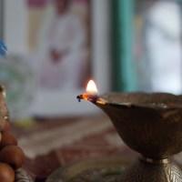 Tratak - die Meditation auf einen Punkt oder ein Objekt mit offenen Augen