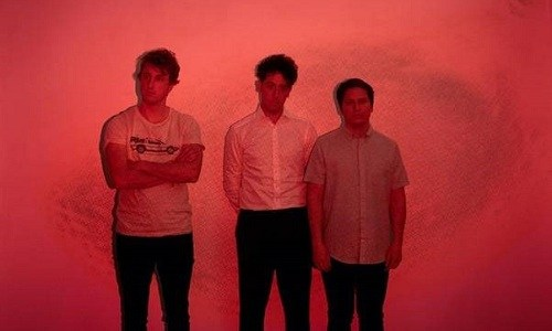 "THE WOMBATS estrenan nuevo vídeo ""Lemon to a knife fight""."