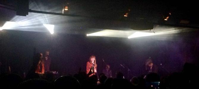 CRÓNICA del concierto en Barcelona. La 'fuerza mayor' tiene nombre de La Bien Querida