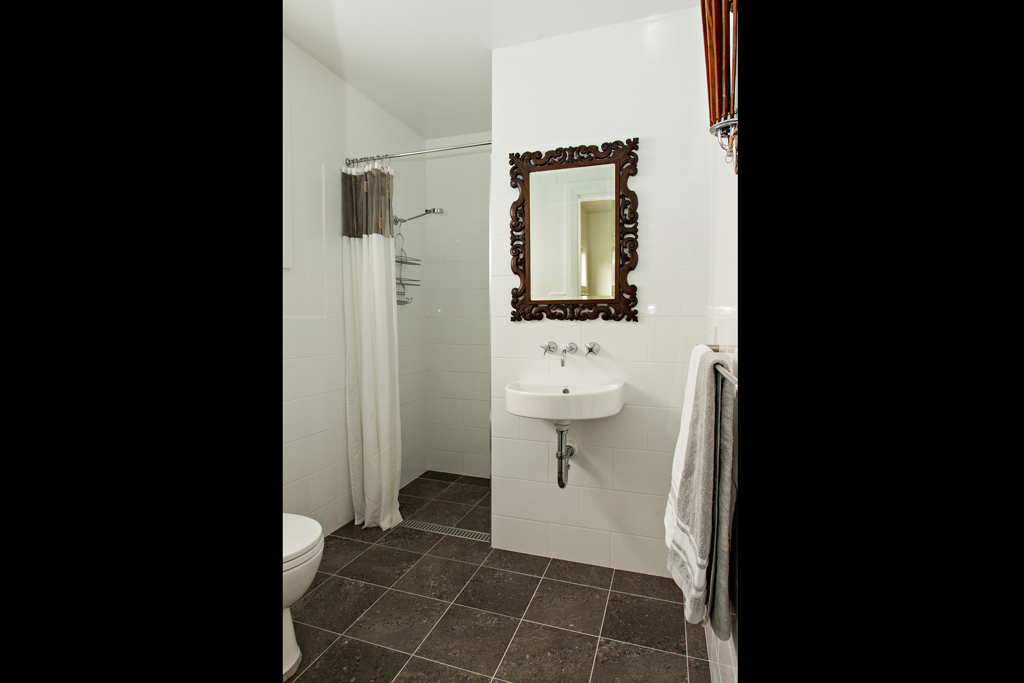 Eastern ensuite bathroom