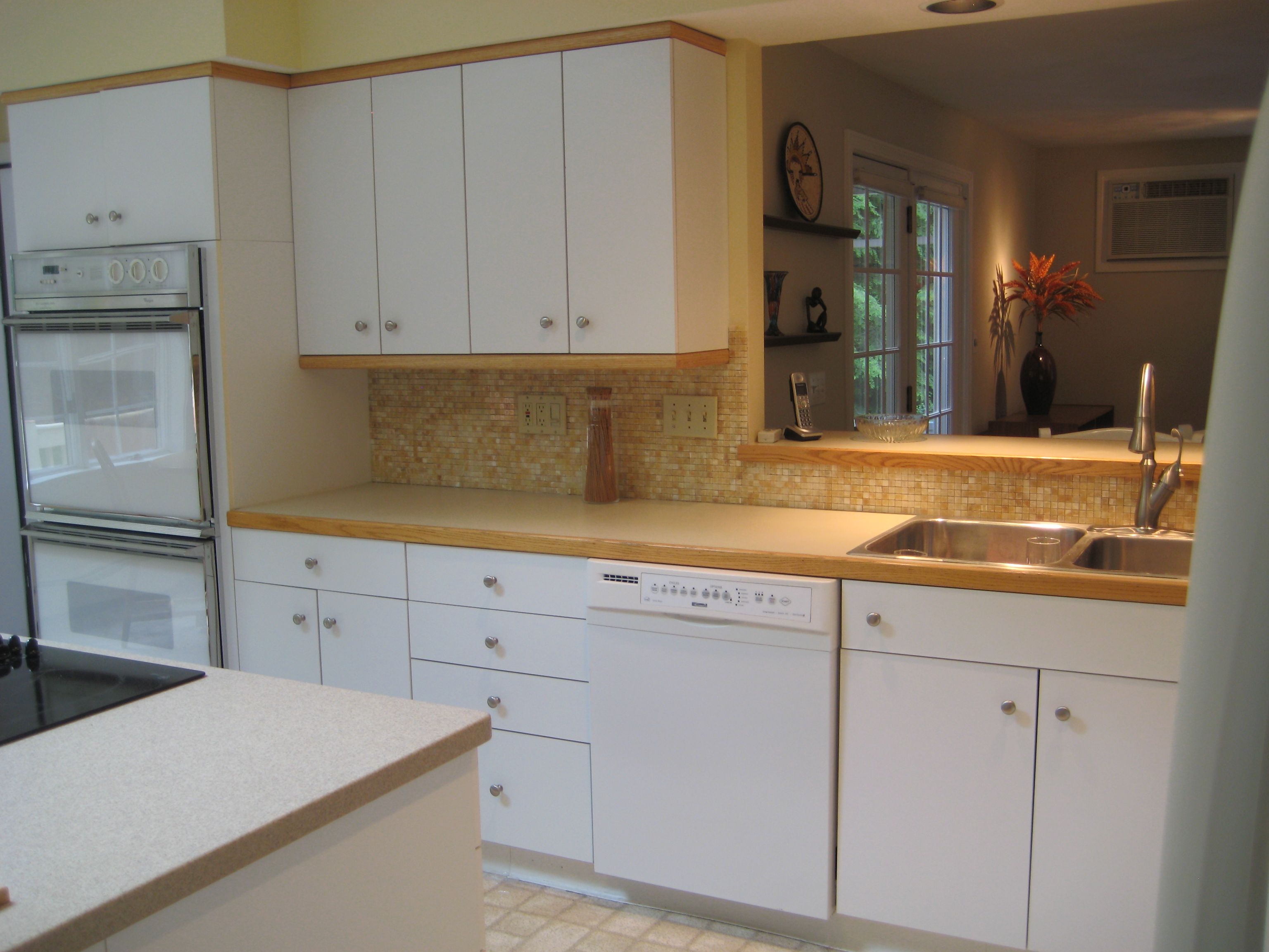 Laminate Kitchen Cabinets With Oak Trim Stylish Home Design Ideas The Benefits Of Having A White