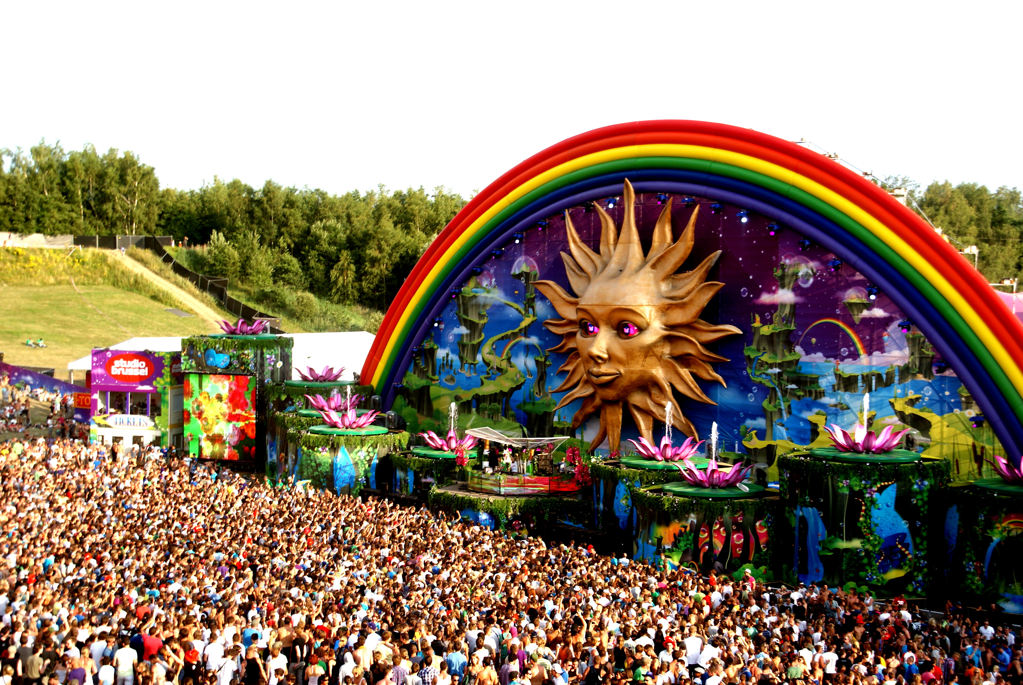 Tomorrowland Tickets Tomorrowland Sells Out 5 Months In Advance Your Edm