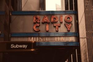 radio-city-music-hall-2392559_1920