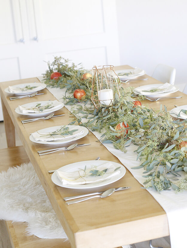 Simple, Elegant Thanksgiving Tablescape - yourmarketingbff