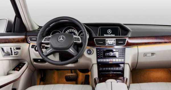2017-Mercedes-E-Class-interior