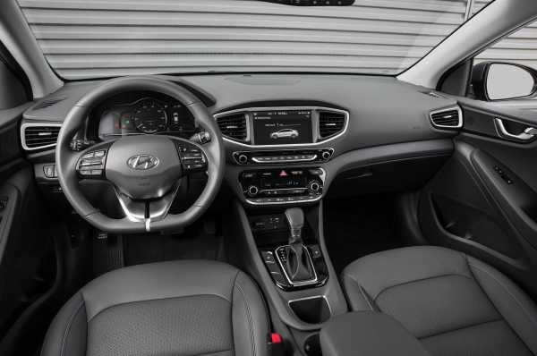 2017 Hyundai Ioniq Hybrid cabin