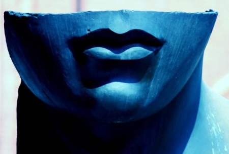 blue-smile-woman-sculpture