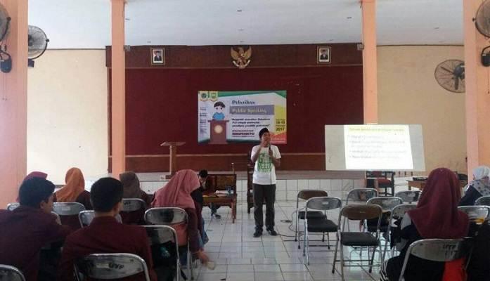 Pelatihan Public Speaking Himpunan Mahasiswa Pendidikan Agama Islam