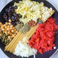 One Pot Spaghetti Alla Puttanesca with Chickpeas & Artichoke