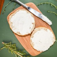 Simple Cultured Cashew Cream Cheese