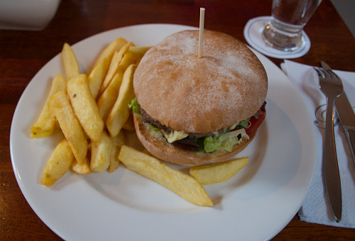 Blue Haven Hotel Burger