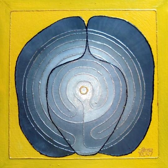 LABY (ten Laby)  Procházej pozorně Ciť Pozoruj třetím okem, ne cestu kolem sebe, ale to, co se děje uvnitř Sedm svalů tvořících srdce najde správnou cestu sedmi okruhy labyrintu Ven Dovnitř těla Dál a dál, s hůlkou a buřinkou, za obzor… (23x23 cm, olej na kůži, 2016)