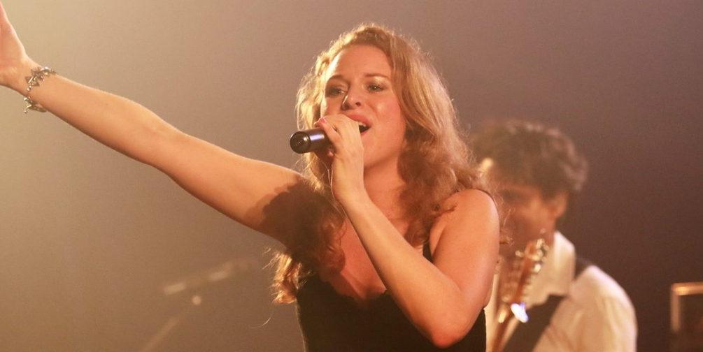 Romantische zangeres met een rauw randje