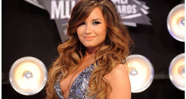 Long-Ombre-Demi-Lovato-Hairstyle