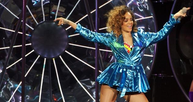 Rihanna 881_615428_free