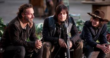 The-Walking-Dead-relaxing-cast