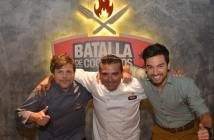 chefs-poncho-cadenas-and-buddy-valastro-with-host-leandro-chino-leunis-from-batalla-de-cocineros