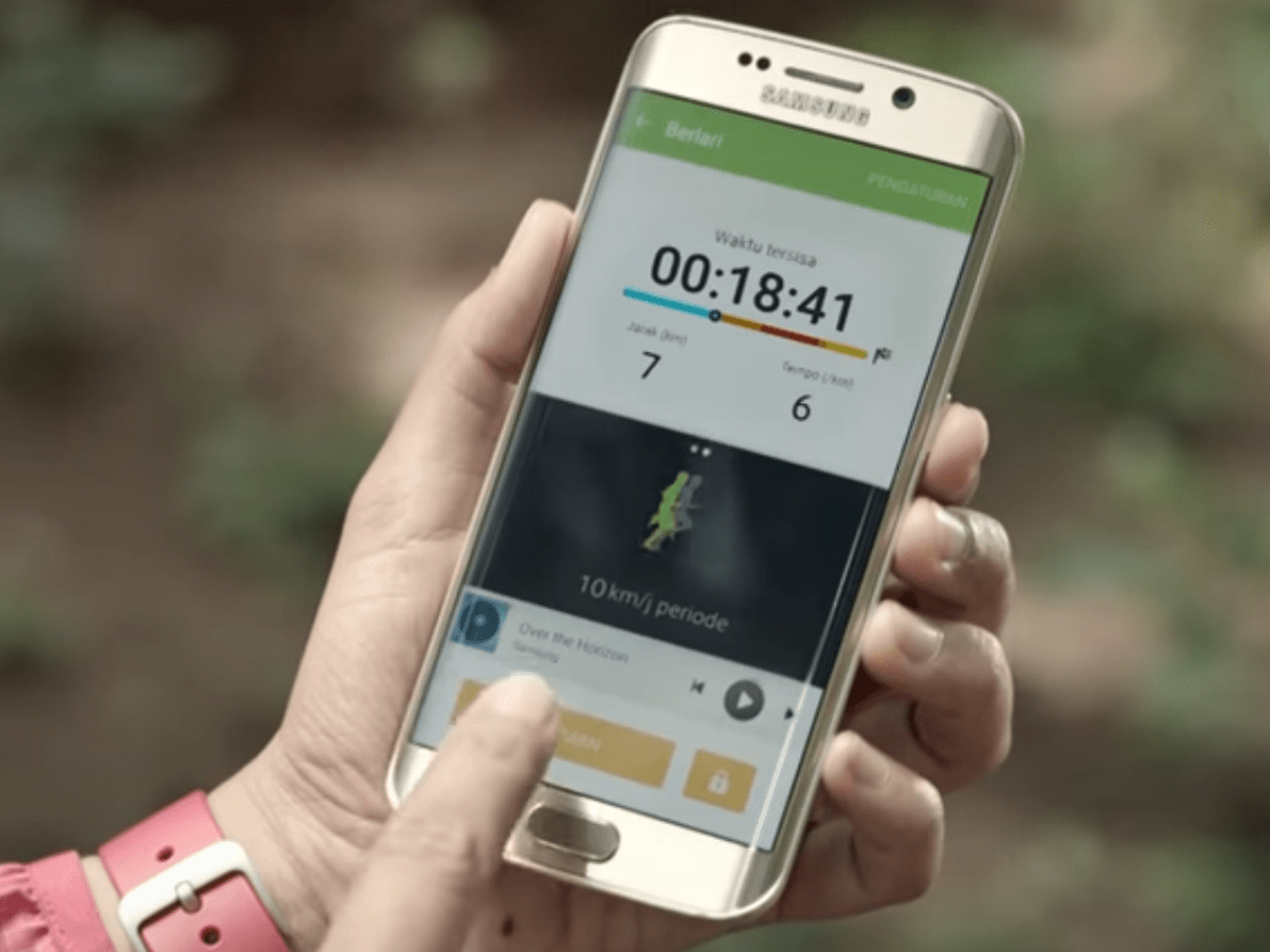 Galaxy S7 Induktives Laden Offizielles Werbevideo Zeigt Samsungs Galaxy S7 Zdnet De