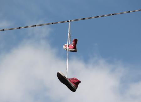 Hängende Schuhe