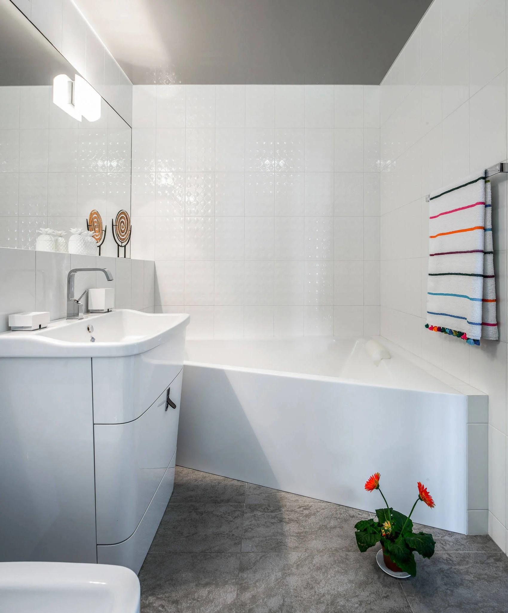 Kleines Badezimmer Eckbadewanne