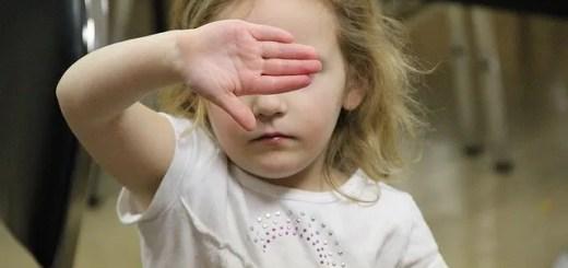 David Fulmer (Pittsburgh, USA), Little girl hides her eyes
