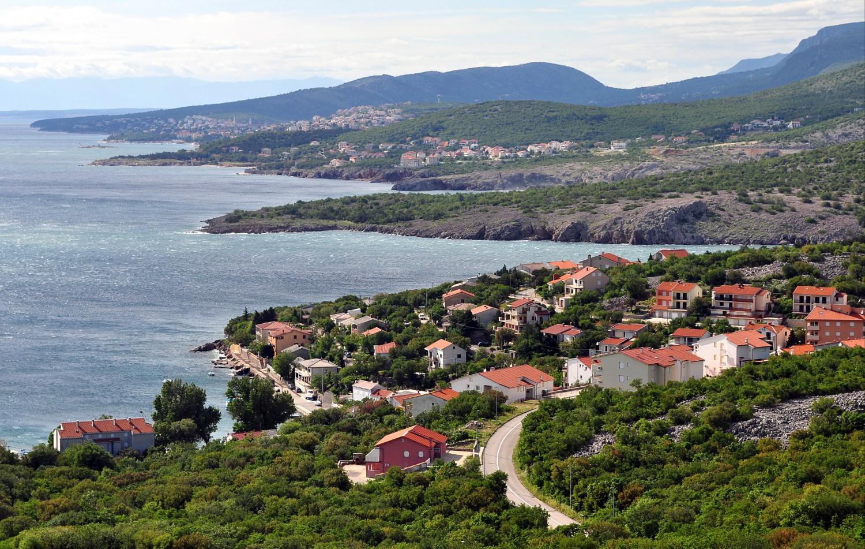 Croatia-driving-along-the-coast-to-rijeka