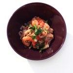 krewetki-w-pomidorach-z-makaronem-ryzowym-0