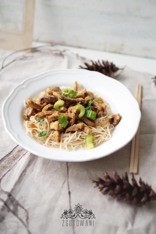 makaron-chow-mein-z-wieprzowina-i--zielona-pasta-curry-5