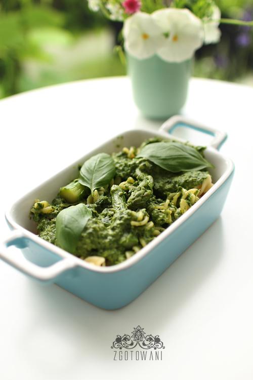 makaron-ze-spinakiem,-szparagami,-sere-dor-bleu-i-sosem-beszamelowym-6