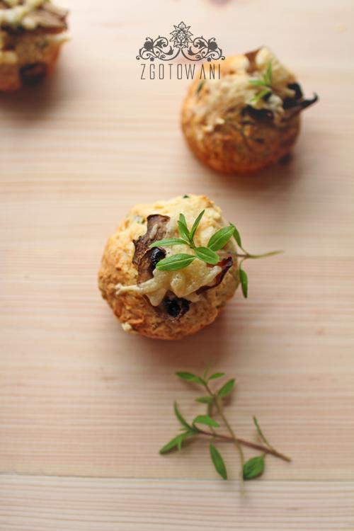 szybkie-muffinki-z-serem-i-pieczarkami-3