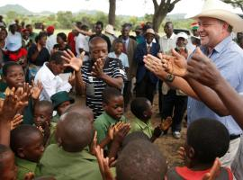 Commercial farmer Darreyn Smart is welcomed at Lesbury Estates by village elders and children at a farm in Headlands communal lands east of the capital Harare, Zimbabwe, December 21, 2017.  REUTERS/Philimon Bulawayo