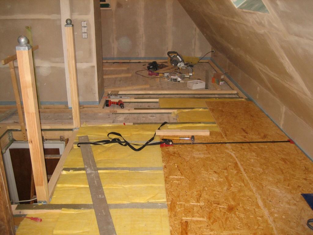 Fußboden Verlegen Osb ~ Dachboden fußboden verlegen arbeiten am fußboden mit