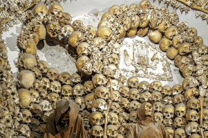 20 Crazy Facts About The World's Most Incredible Burial Sites