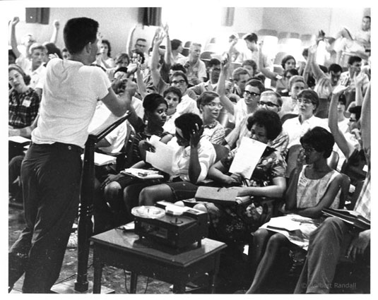 Staughton Lynd speaks with Freedom School teachers in Mississippi, 1964