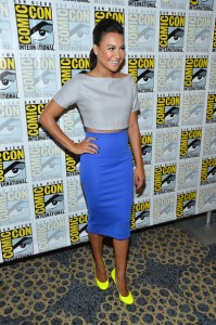 Naya-Riveras-Comic-Con-Razan-Alazzouni-Grey-Crop-Top-professional-