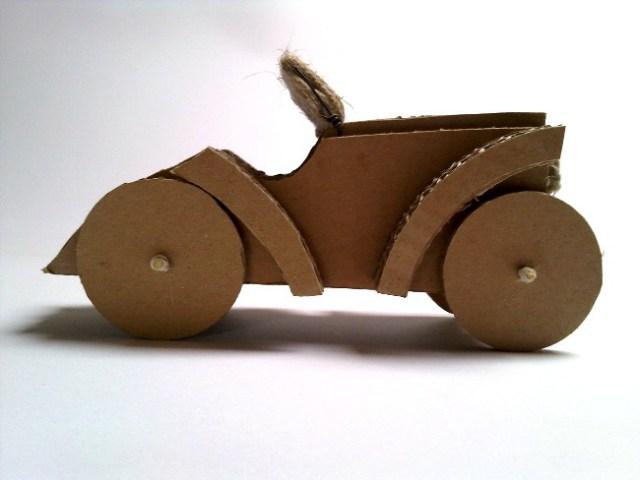 Zabawki z tektury – Samochód