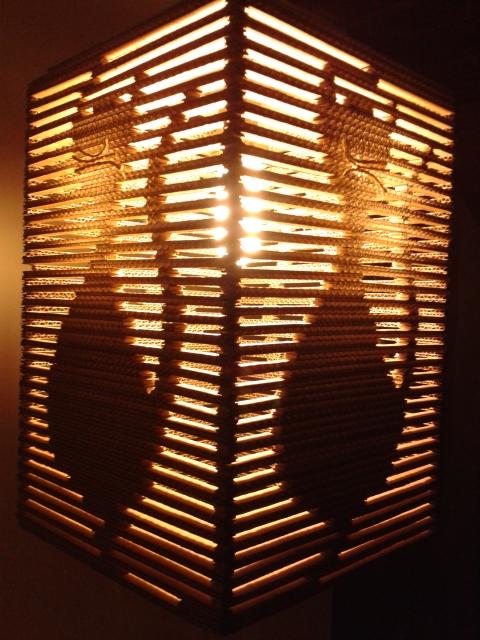 Kocia lampa z tektury / Cat cardboard lamp
